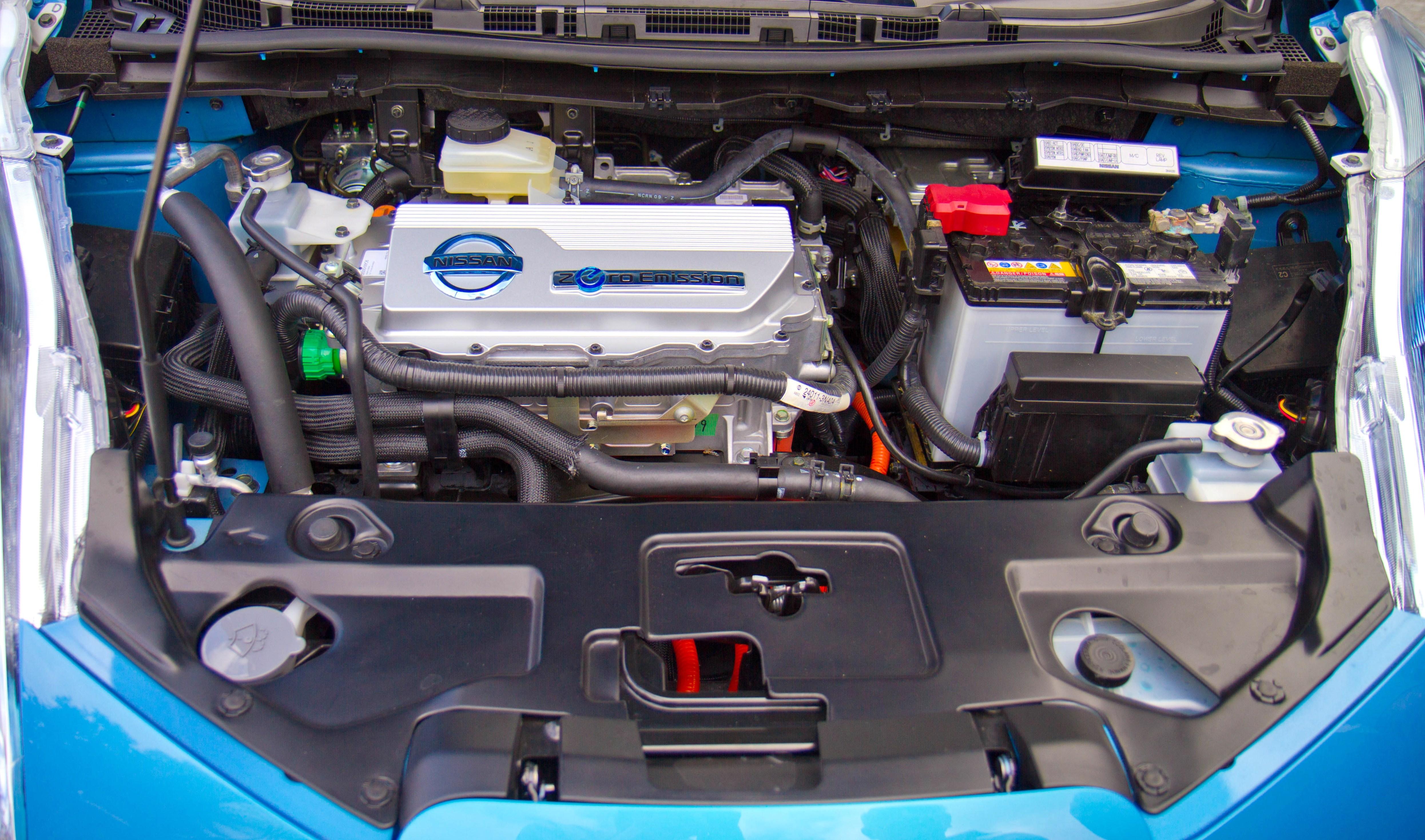 همه چیز درباره باتری خودرو از طول عمر تا روشهای نگهداری آن