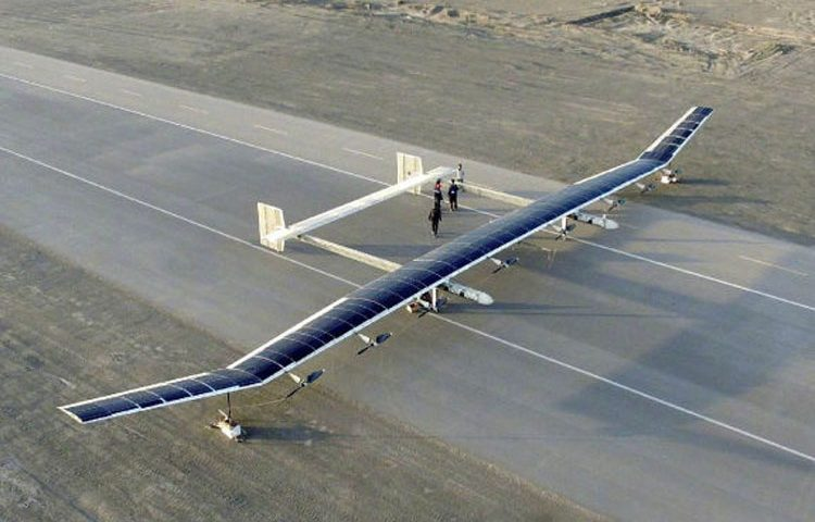 پهپاد خورشیدی چین می تواند برای یک ماه در هوا بماند