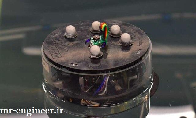 ربات دریایی که با یک موتور کار میکند