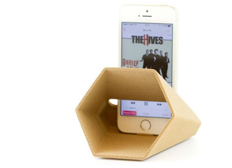 تشدیدکننده صدا تلفن هوشمند ساختهشده از پرینتر سه بعدی چوبی