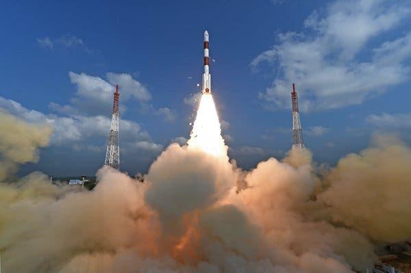 لحظه پرتاب راکت ماهواره بر هند